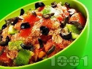 Африканска салата със зелени чушки, домати и риба тон